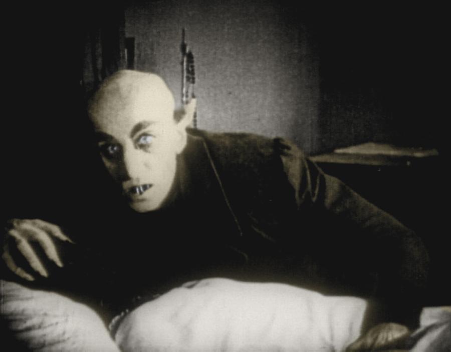 Nosferatu, Eine Symphonie des Grauens é um filme alemão de 1922, em cinco atos, dirigido por F. W. Murnau