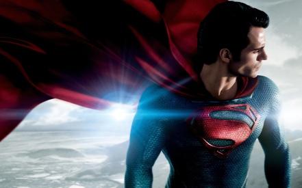 Henry Cavill, encarnando o Superman em O Homem de Aço, de Zack Snyder (2013)