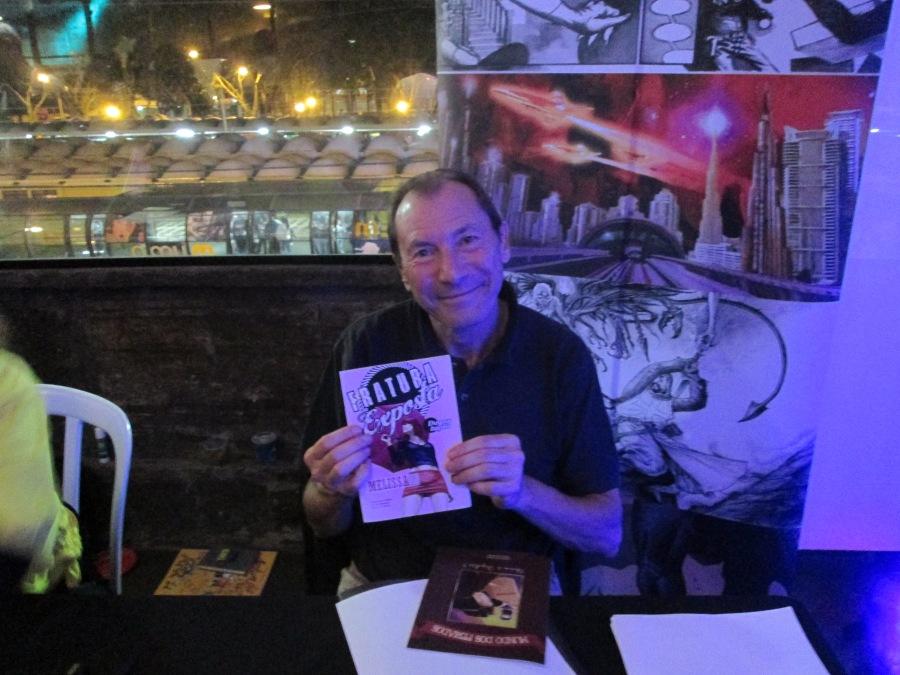 David Lloyd com minhas HQs: Fratura Exposta e Mundo dos Feriados. :-D