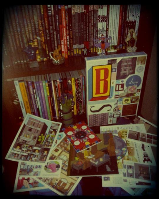 Minha prateleira de graphic novels e o fantástico Building Stories, de Chris Ware.