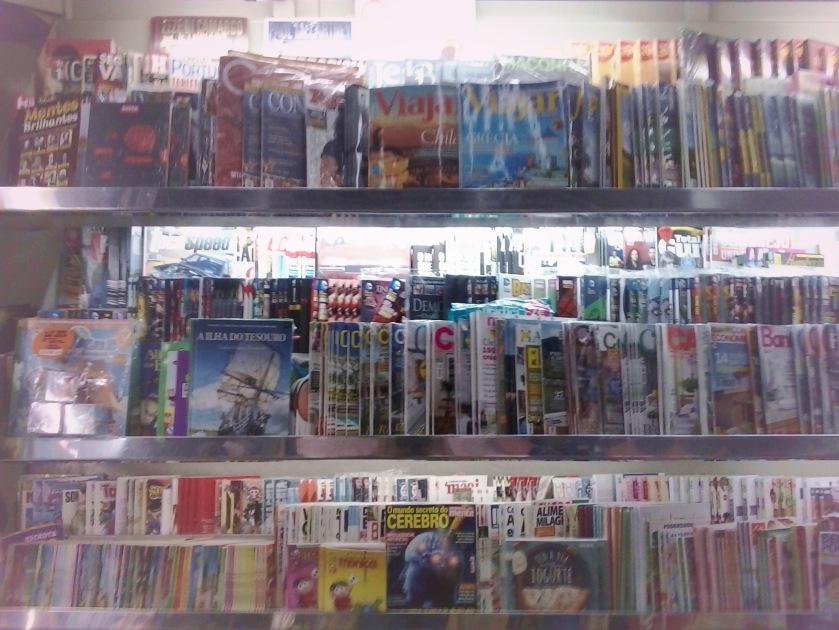 As revistas de linha convivem com os encadernados de capa dura nas prateleiras da Banca Moinhos de Vento