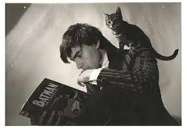 Até o gato se espantou com a cabeleira do Morrison.