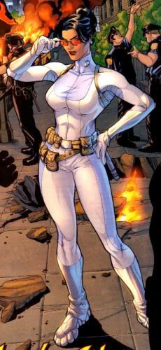 A Mulher-Maravilha de Heinberg retomava a Diana Prince agente secreta, mas sem a butique... :-(